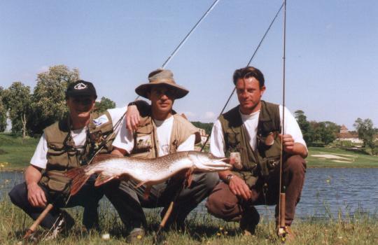 En recherchant le Black-Bass aux Vigiers (24) 98cm